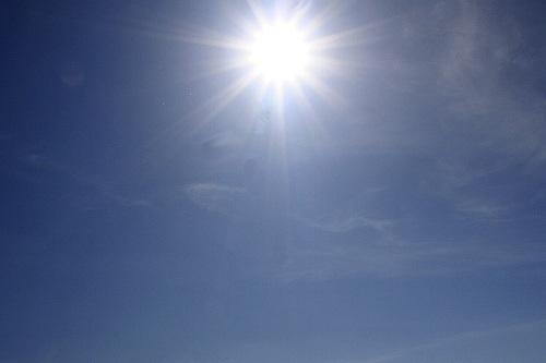 Slunce opaluje skoro jako v létě