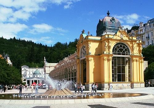 Lázeňská kolonáda a zpívající fontána